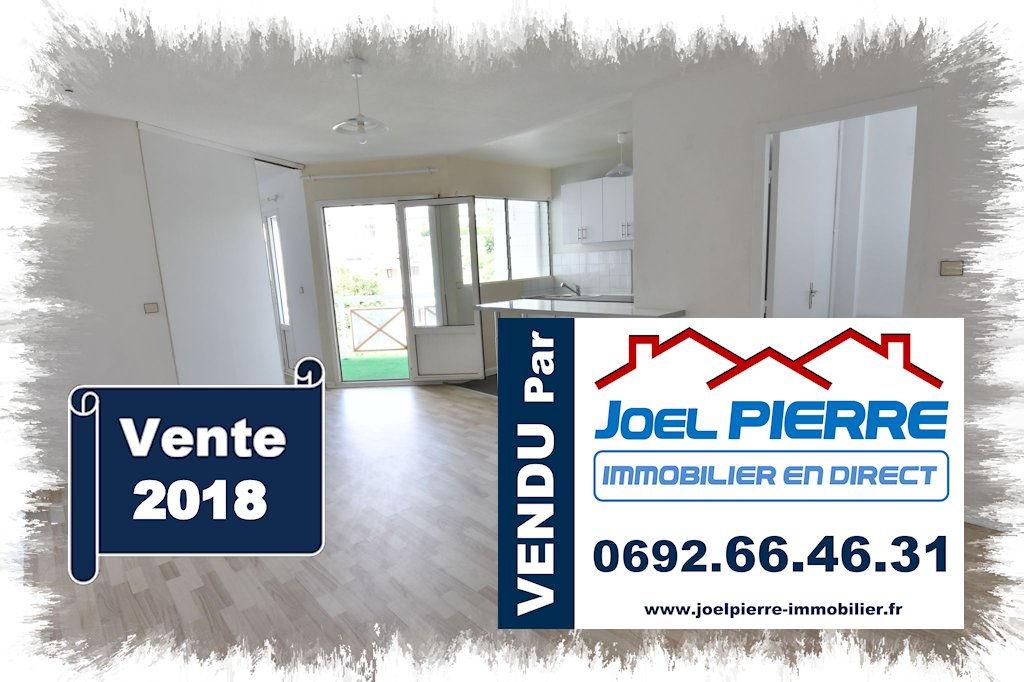 Trop tard c'est déjà VENDU par Joël PIERRE Immobilier : SAINTE CLOTILDE T2 en dernier étage refait à Neuf...