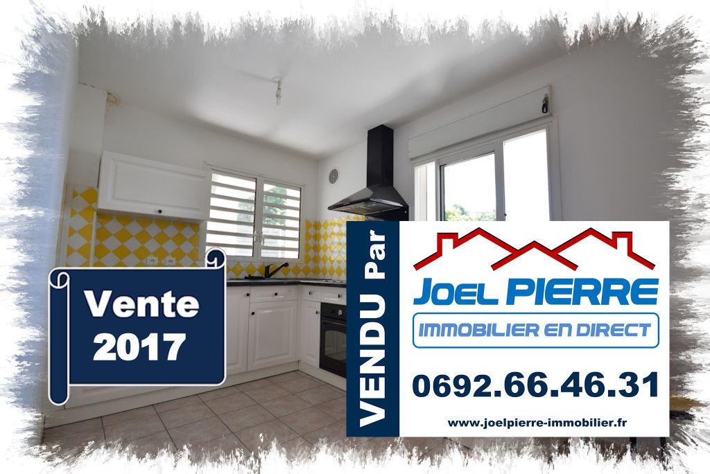 Trop tard c'est déjà VENDU (en 2 visites) par Joël PIERRE Immobilier : MOUFIA Grand T2 d'une surface utile de 74 m²