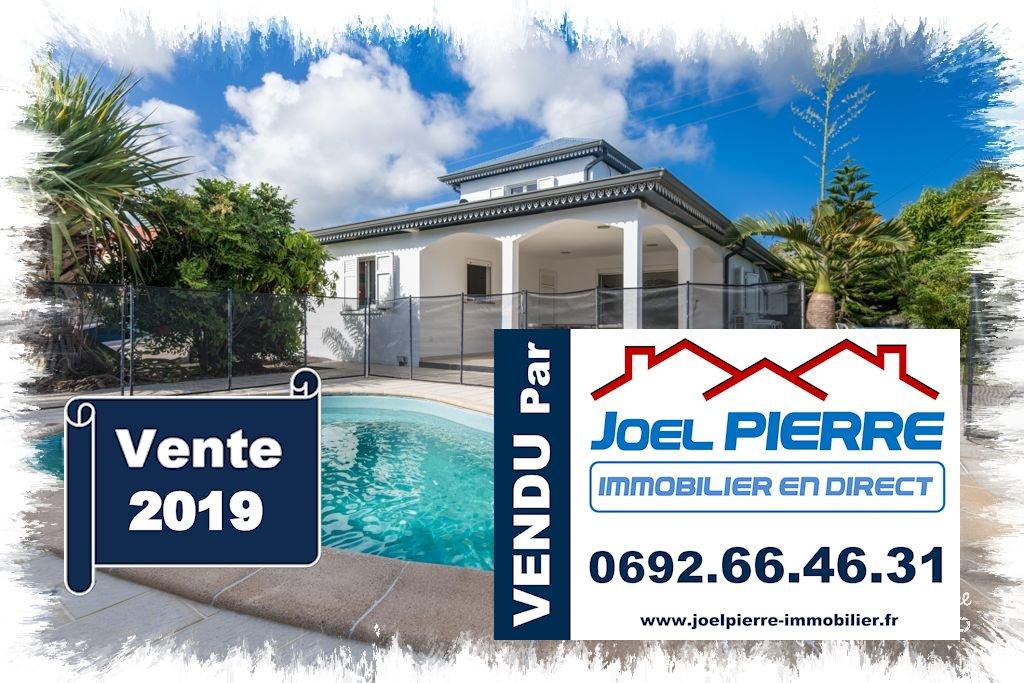 Trop tard c'est déjà VENDU (en 3 jours seulement...) par Joël PIERRE Immobilier : SAINTE SUZANNE Belle villa récente de type T4 sur une parcelle de 404 m² avec Piscine