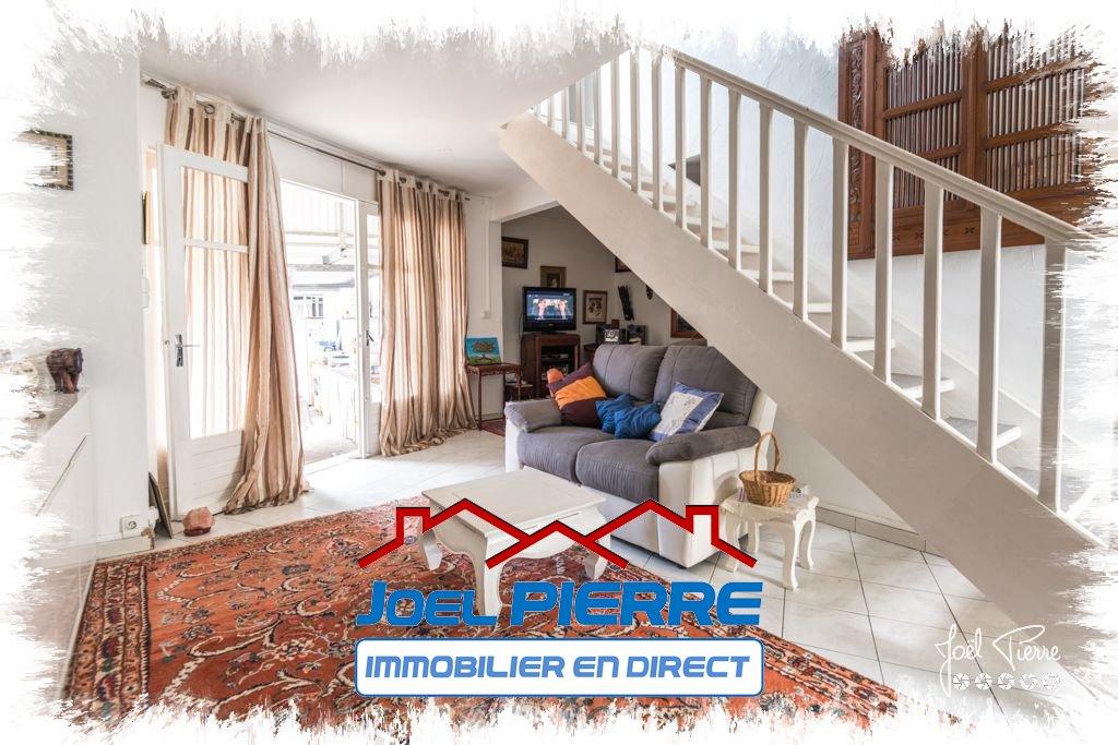 JPI : SAINTE CLOTILDE Maison de ville T4/5 d'une surface de 89 m² sur 153 m² de jardin