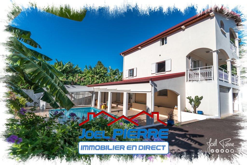 JPI : SAINTE SUZANNE Villa T6 de 274 m² (SU) sur 783 m² de terrain avec piscine